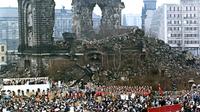 Kundgebung an der ruine der frauenkirche