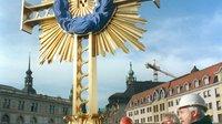 Frauenkirche vor weihe   turmkreuz 7641643